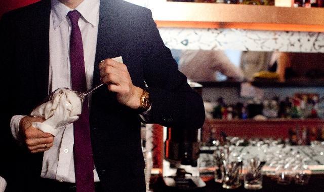 お酒が好きならキャバクラのバーテンダーがおすすめ